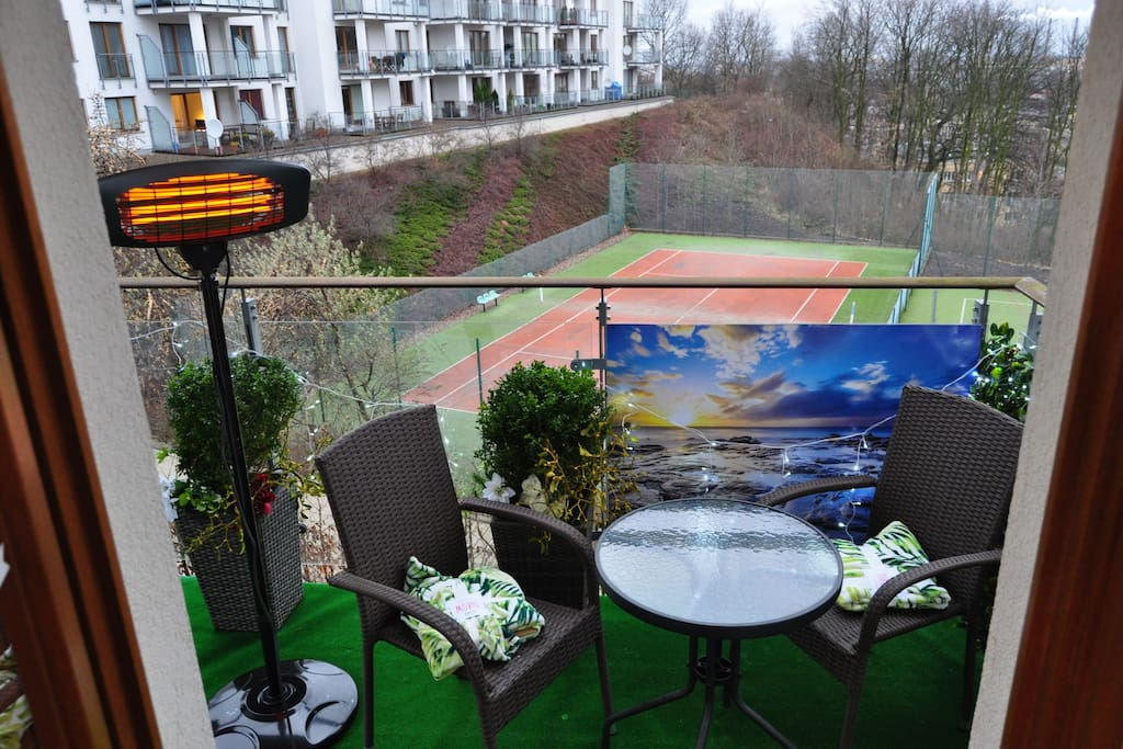 Large balcony, ideal for morning breakfast or late night drink, the infrared lamp, will keep you warm all year long.