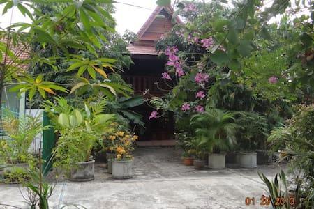 teak house  chiang mai thailand  - Hang Dong
