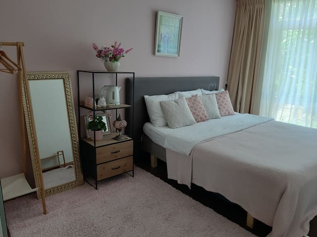 Cozy private room with garden close to centre