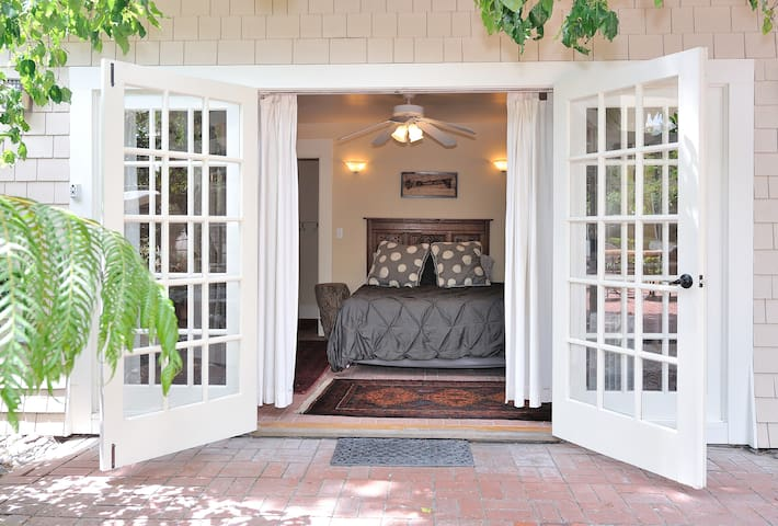Garden Cottage in Mission Hills - San Diego - House