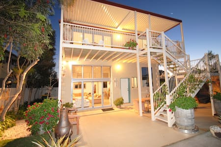 Penguin's Retreat - Culburra Beach - House