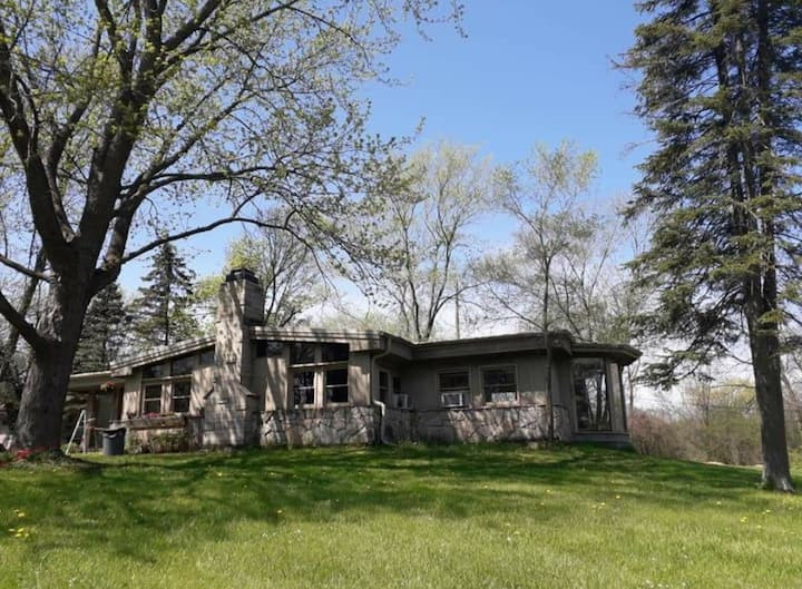 Rustic Home on 8 Beautiful Acres in ChicagoLand!