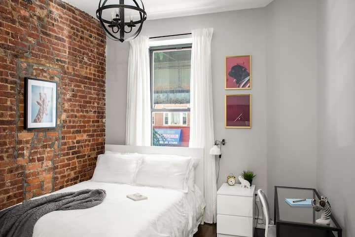 Airy Private Bedroom in Bushwick Broadway 2L-1