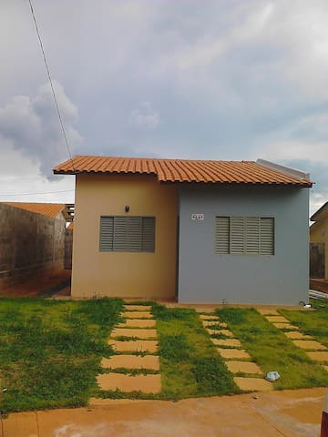 CASA COM TRANSLADO PARA 4 HÓSPEDES  - Cuiabá - บ้าน