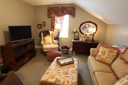 Beautiful Private Suite - Cobourg - Bed & Breakfast