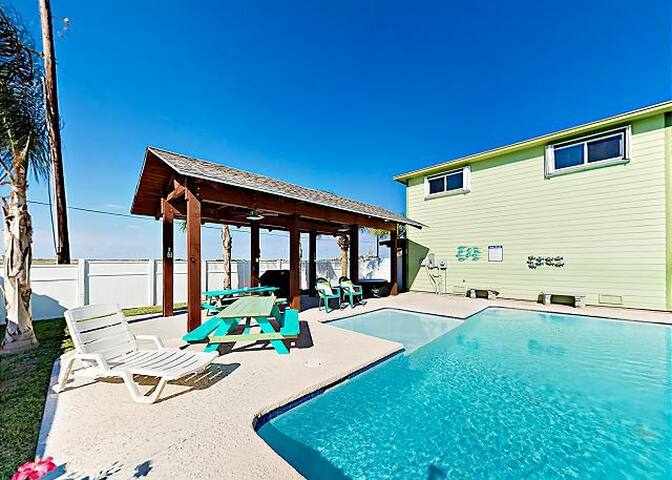 Mermaids Dream-private pool & golf cart near beach