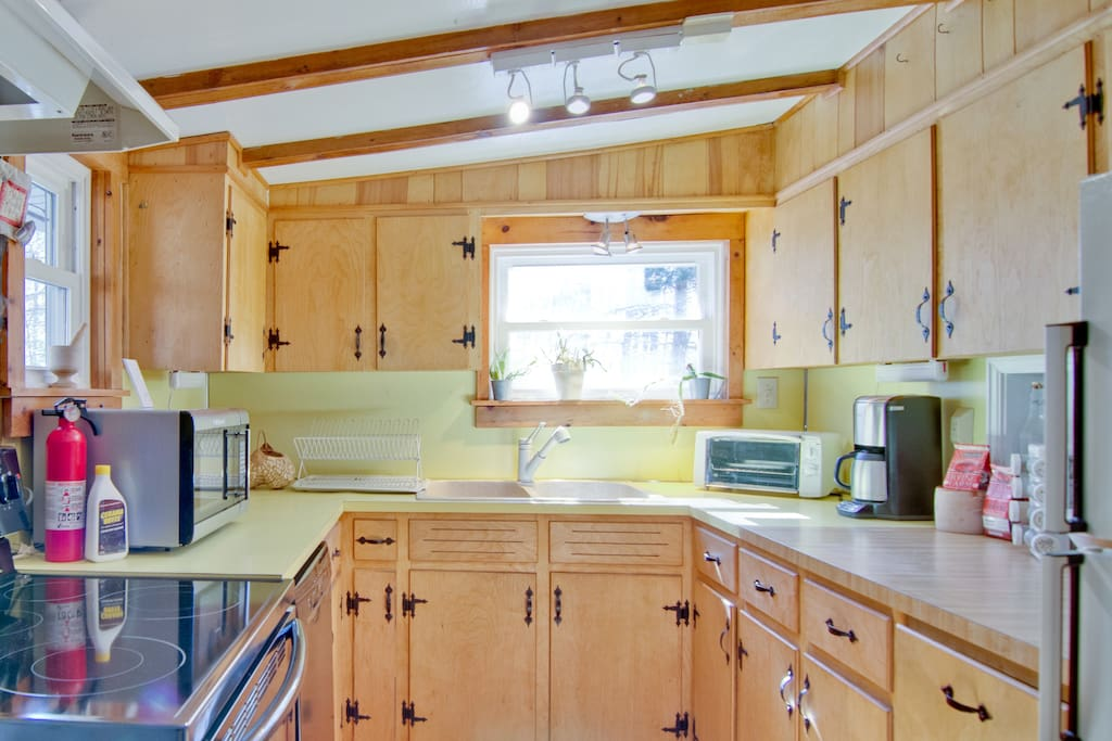 Fully outfitted kitchen with cookware, dishes and place settings provided.