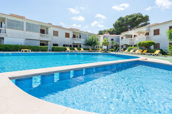 CAN NOGUERAS - Cosy apartment in residential complex with shared pool near the beach