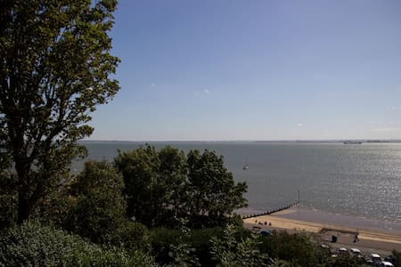 Sea Views - Chic - 2 Bed Flat by the Beach/Theatre - Southend-on-Sea