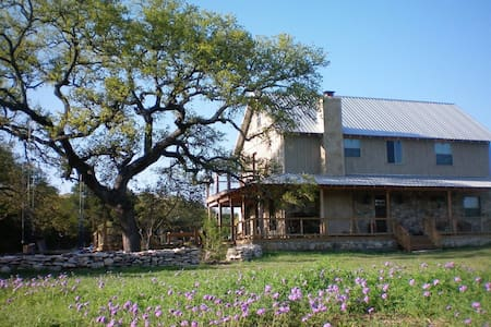 Shepherd's Lodge- Experience Fantastic Hill Country Living - Wimberley - House