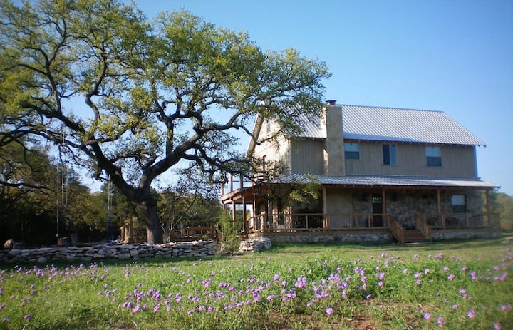 Shepherd's Lodge- Experience Fantastic Hill Country Living
