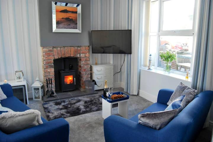 Cosy Seaside cottage in central Criccieth