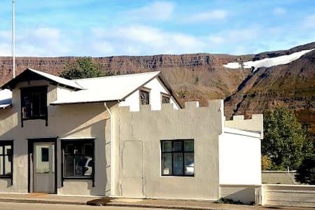 The Old Bank - Suðureyri - Apartmen