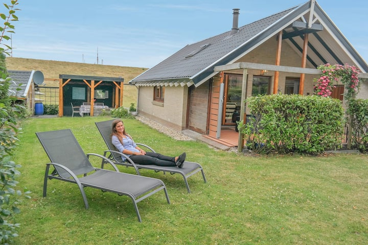 5 pers. holiday house 'Hiltje am Deich'
