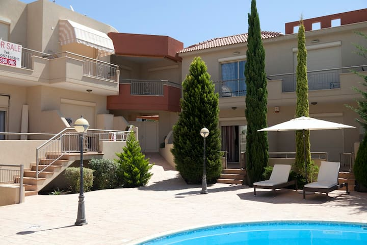 New Town-House with Pool 3 bedroom