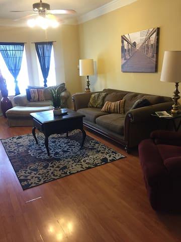 The Bear Den - Nice condo 1 queen 2 twin beds
