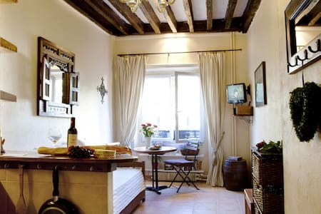 Country-Style Studio Hip Area FREE CRUISE & WIFI - Paris - Apartment