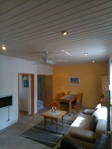 Helle & gemütliche Einliegerwohnung - Bottrop - Apartamento