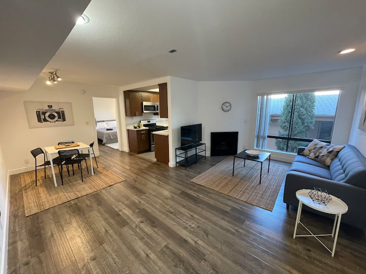 Modern 2BD/2BA w/ Central AC, Gym, Pool and more!