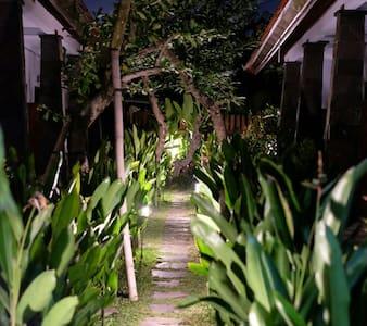 Kubu Kumpy (Room For Rent) - sanur