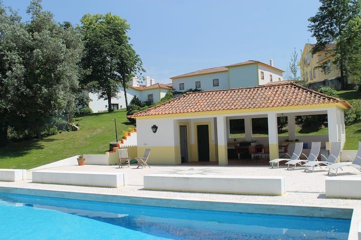 Beautiful family house with big pool, free wifi
