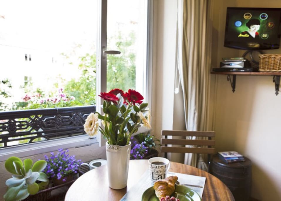Welcome to Studio La Fontaine: Breakfast With A Paris View !