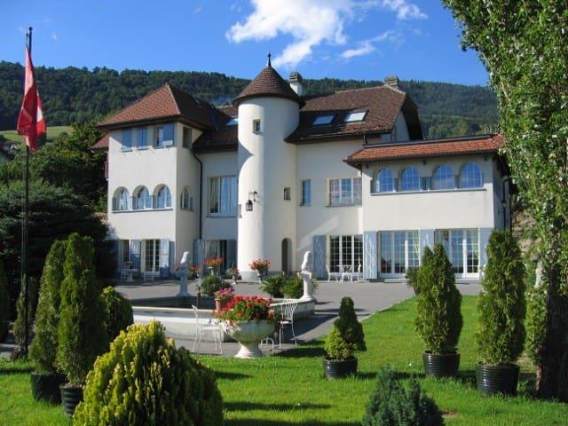 Appartement attique meublé 80m2 4 ch. gd balcon - Villars-Burquin - Apartment
