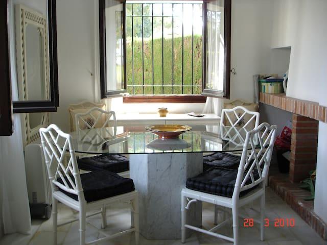 Pareado 2 dormitorios - Sitio de Calahonda - Huis