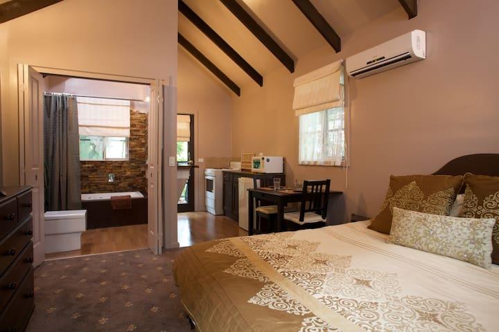 Charmed Cabin - Sassafras - Haus