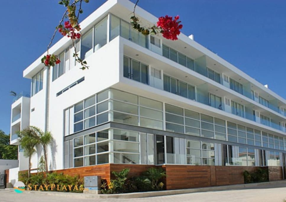 The Deva apartment building - Located on the quite Calle Cozumel - 2 minutes walk from the beach.