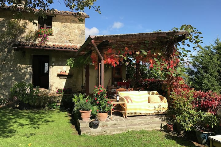 Detached house in the heart of the Garfagnana nature, with jacuzzi in the garden