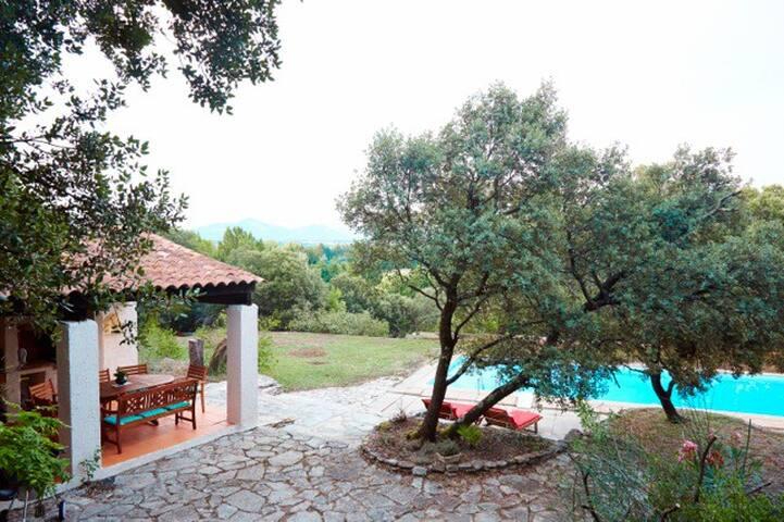 Piscine privée, luxe et vue superbe - Loriol-du-Comtat - Zomerhuis/Cottage