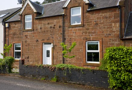 2.5  bed cottage Ayrshire / Glasgow - Galston