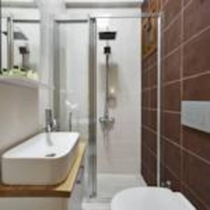 Odaya özel duş ve WC
