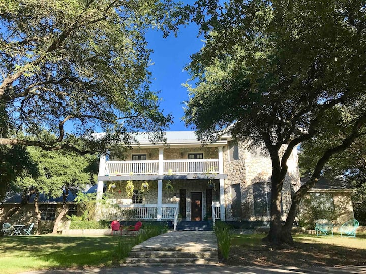 Austin Hill Country Home 7 acres w Pool, Game Room