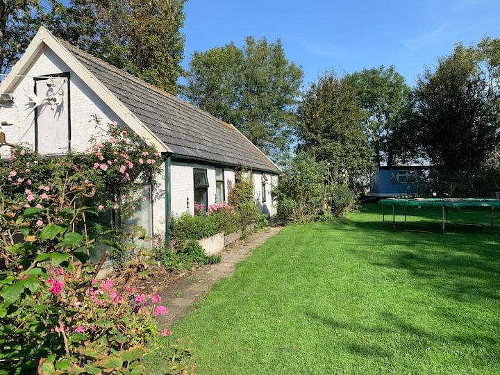 Jimmie's Old Barn House w/ sauna & gipsy wagon