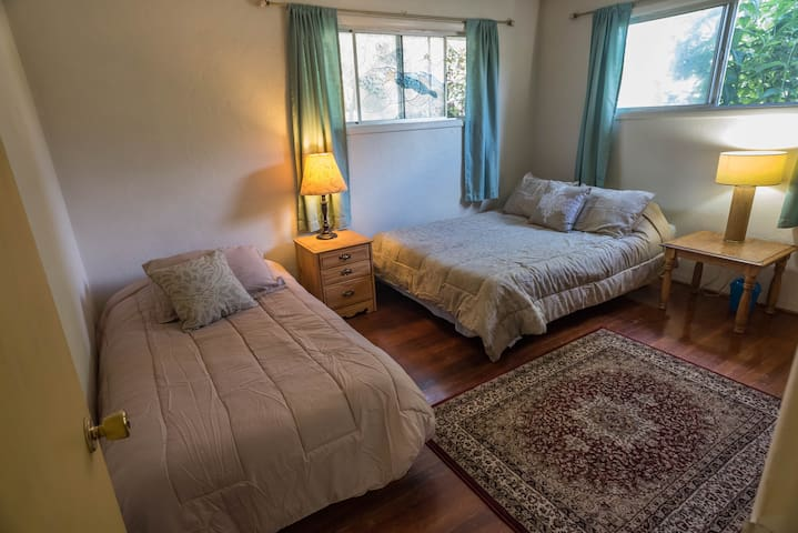 Beautiful Cozy room with a Queen and a Twin bed - Springfield - Talo