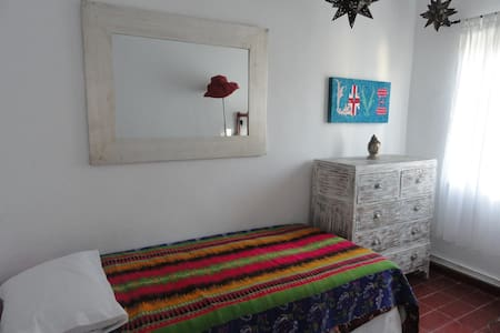 Small room in cozy apartment - Santa Eulària des Riu