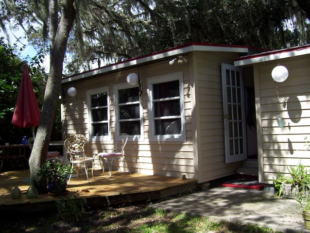Lake Cottage - Sebring - Cabin