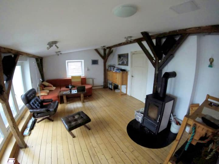 Small room (7,5m²) in a loft close to the center