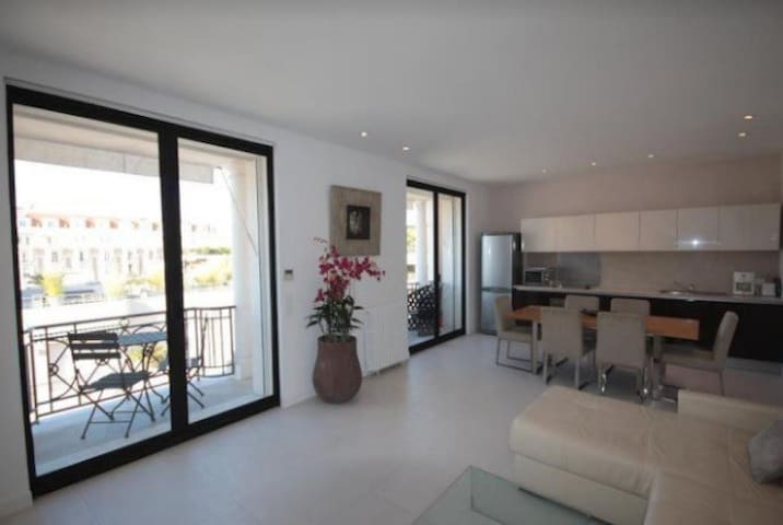 French Riviera Apartment, Ref. PM2BRA, Cannes Apartment, 2 Bedroom, Palais Miramar