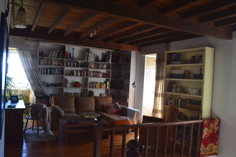 Salón con lectura para todas las edades