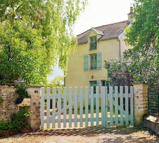 Maison de charme, tennis, Bourgogne - Montmoyen - Talo