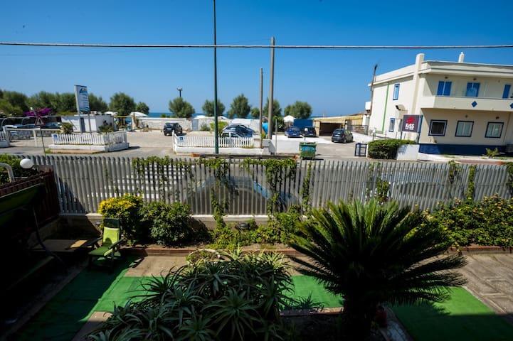 LA PERLA DEL MARE intero app.5 posti - mare a 10 m - Magazzeno - Apartment