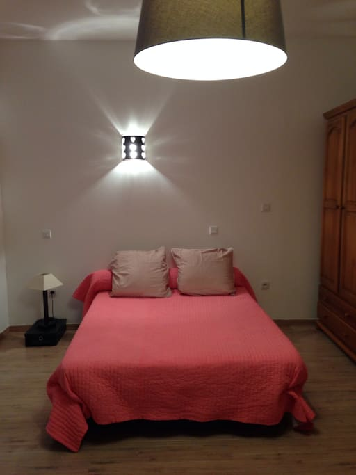 Chambre avec un lit en 140 et un lit en 90