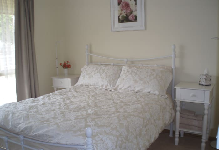 Lovely double room & own bathroom - Mornington