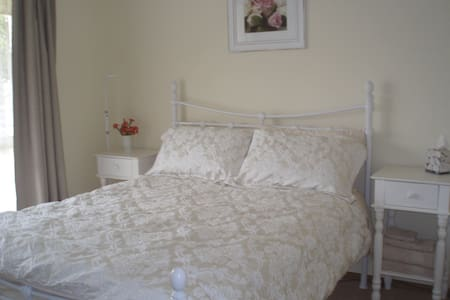 Lovely double room & own bathroom - Mornington - House