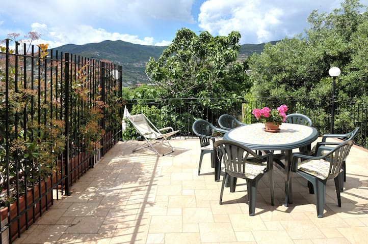 "Apartment ""SUPERIOR"" in VILLA '700 - Sanremo - Daire"