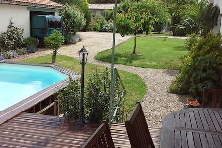 2 Chambres SdB dans grande maison - Châteauneuf-sur-Charente