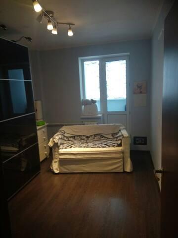 Солнечная комната с балконом.Уютно,чисто.Рад всем.